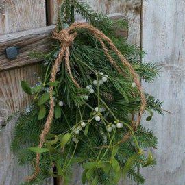 kerstboom-takken-aan-deur