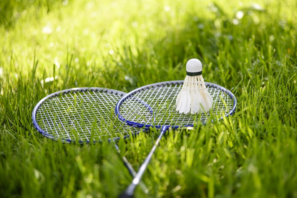 badminton-grasveld-zon
