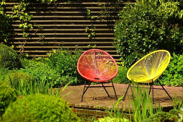 Liggen of zitten in de tuin?